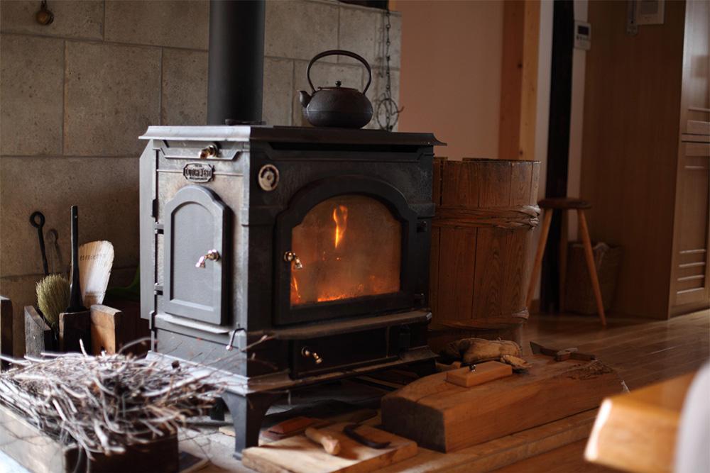 電気を使う暖房器具とは違ったぽかぽかと心地よい暖かさです。